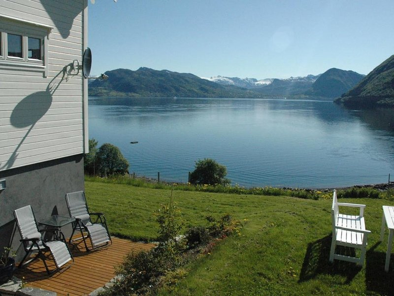 Irenegarden - Fjord panorama apartment, holiday rental in Western Norway