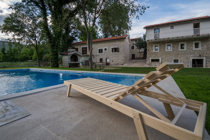 Stara kuca Estate- house Zora, holiday rental in Otric-Seoci