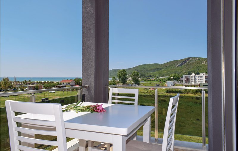 Beautiful home in Durres w/ 2 Bedrooms (ALD101), aluguéis de temporada em Shkafane