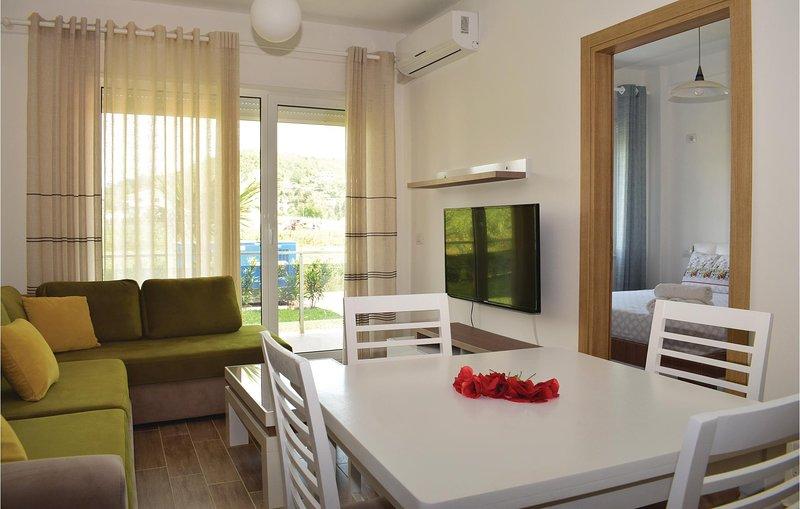 Stunning home in Durres w/ 1 Bedrooms (ALD096), aluguéis de temporada em Shkafane