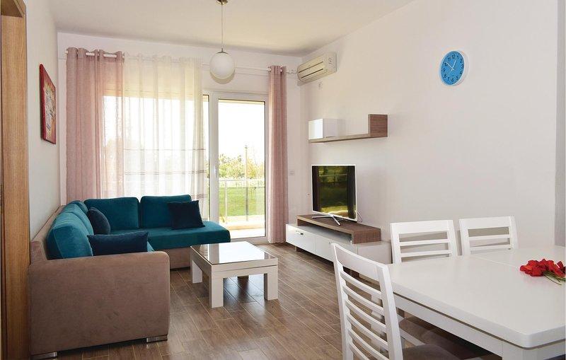 Amazing home in Durres w/ 2 Bedrooms (ALD097), aluguéis de temporada em Shkafane