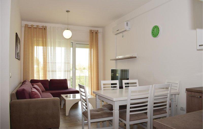 Nice home in Durres w/ 2 Bedrooms (ALD095), aluguéis de temporada em Shkafane