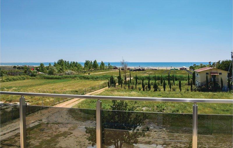 Amazing home in Durres w/ 2 Bedrooms, aluguéis de temporada em Shkafane