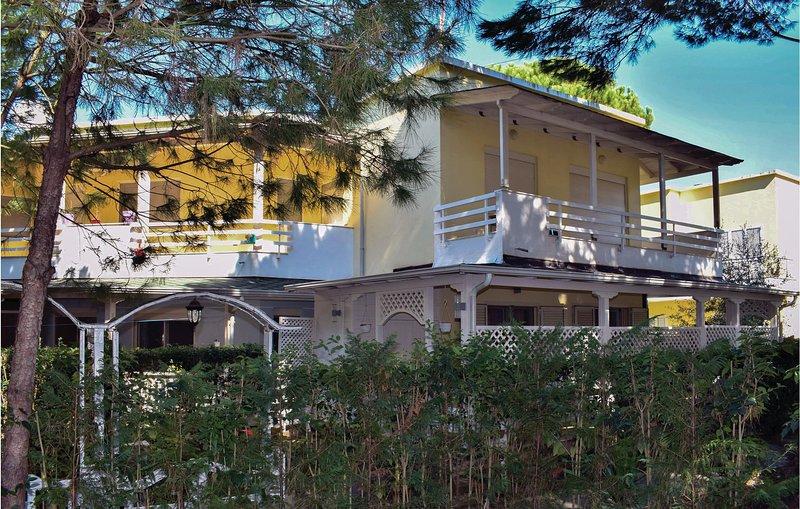 Amazing home in Dures w/ WiFi and 2 Bedrooms (ALD141), aluguéis de temporada em Shkafane