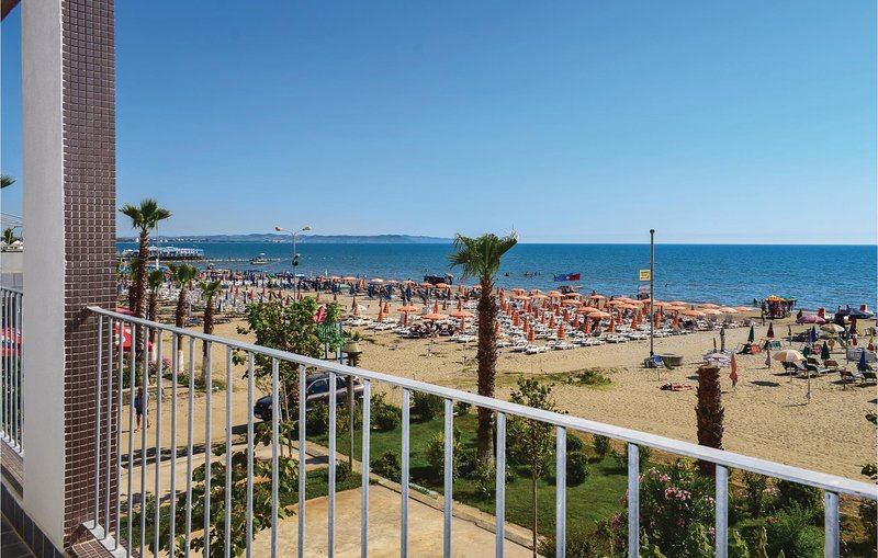 Beautiful home in Durres w/ WiFi and 1 Bedrooms (ALD105), holiday rental in Kryemëdhej