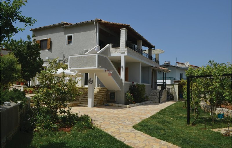 Awesome home in Sarande w/ 2 Bedrooms (ALS062), holiday rental in Ksamil