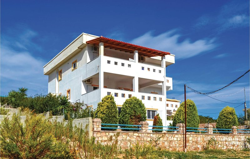 Stunning home in Ksamil w/ WiFi and 1 Bedrooms (ALS126), holiday rental in Ksamil