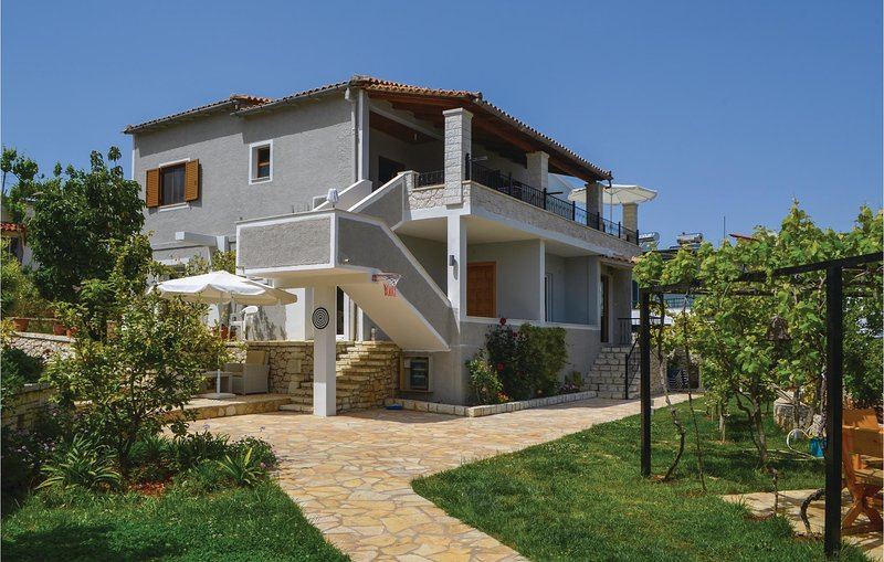 Beautiful home in Sarande w/ 2 Bedrooms (ALS063), holiday rental in Ksamil