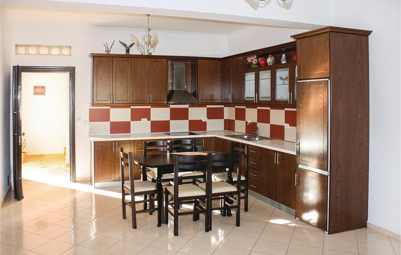 Beautiful home in Ksamil w/ WiFi and 3 Bedrooms (ALS130), holiday rental in Ksamil