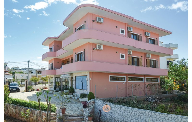 Stunning home in Ksamil w/ WiFi and 3 Bedrooms (ALS131), holiday rental in Saranda