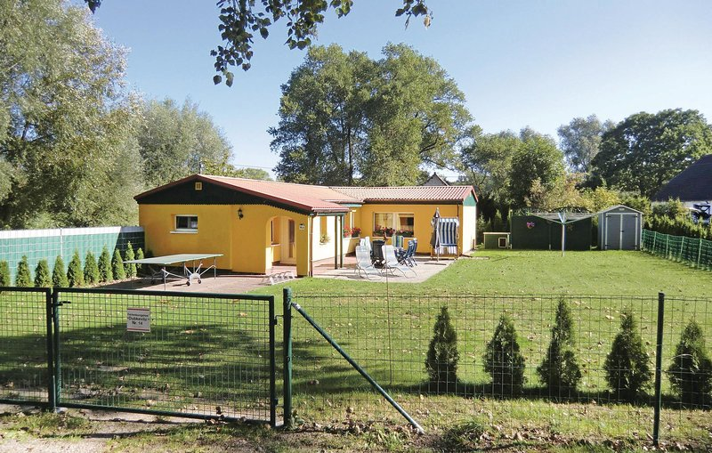 Stunning home in Ummanz with 2 Bedrooms (DMR345), holiday rental in Lieschow