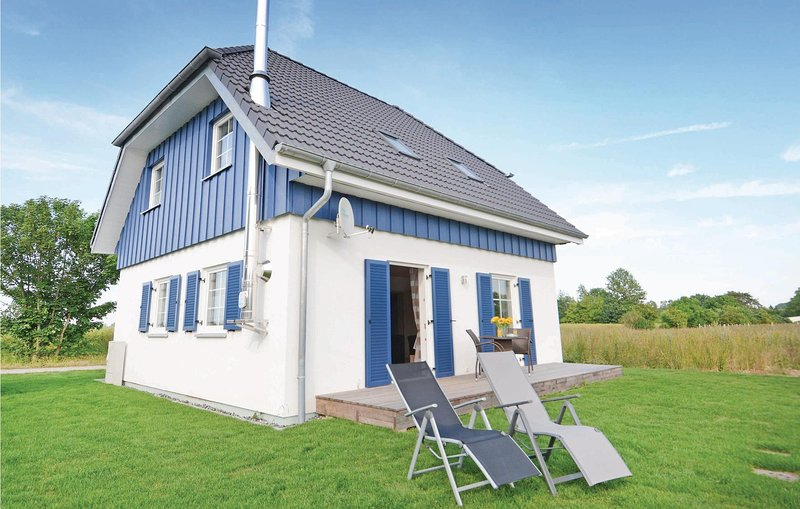 Beautiful home in Altefähr/Rügen with WiFi and 3 Bedrooms (DMR618), vacation rental in Rambin