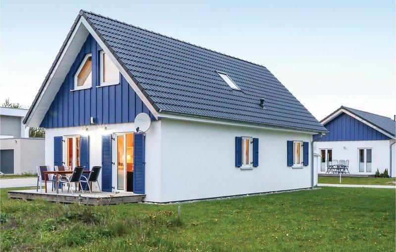 Nice home in Altefähr/Rügen w/ WiFi and 3 Bedrooms (DMR602), holiday rental in Stralsund