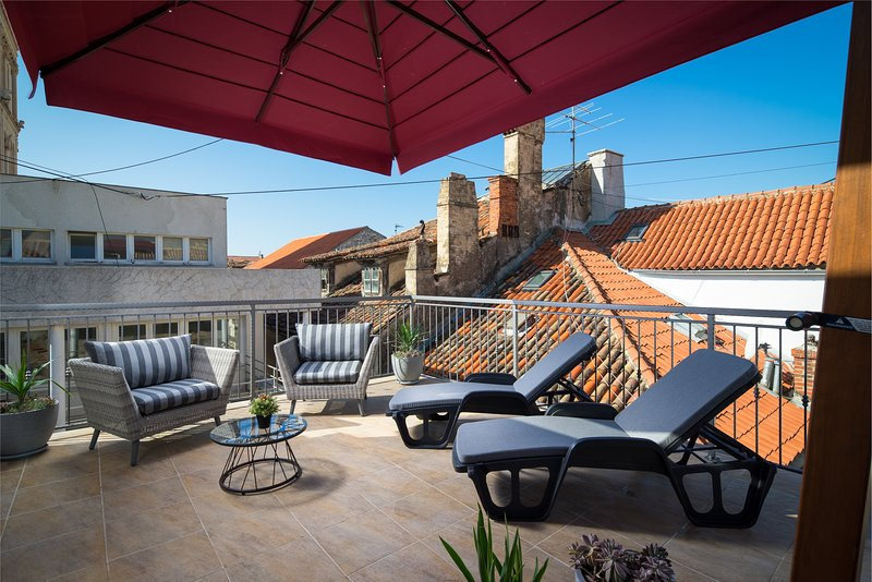 Sirius Luxury Rooms - Terrace with Old Town view, holiday rental in Kamen