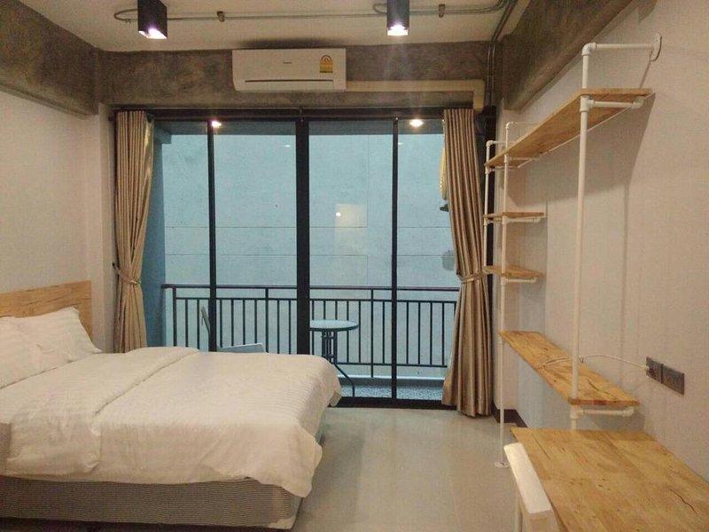 Rinrada Loft Resident (Apartment w/Balcony 10) – semesterbostad i Ban Tha Kradat