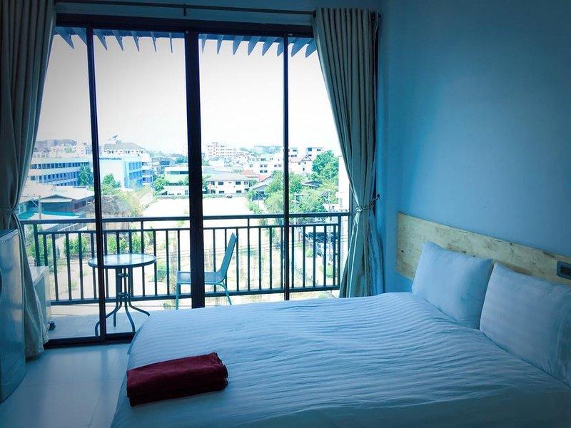 Rinrada Loft Resident (Apartment w/Balcony 4) – semesterbostad i Ban Tha Kradat