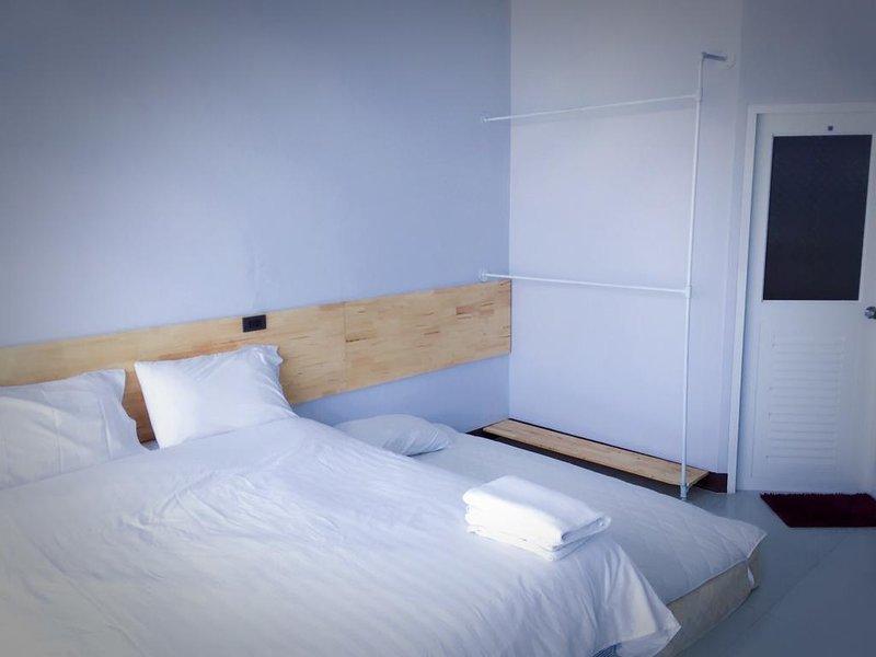 Rinrada Loft Resident (Apartment w/Balcony 13) – semesterbostad i Ban Tha Kradat