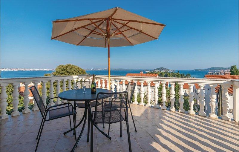 Nice home in Poljana with WiFi and 4 Bedrooms (CDU432), holiday rental in Polvljana
