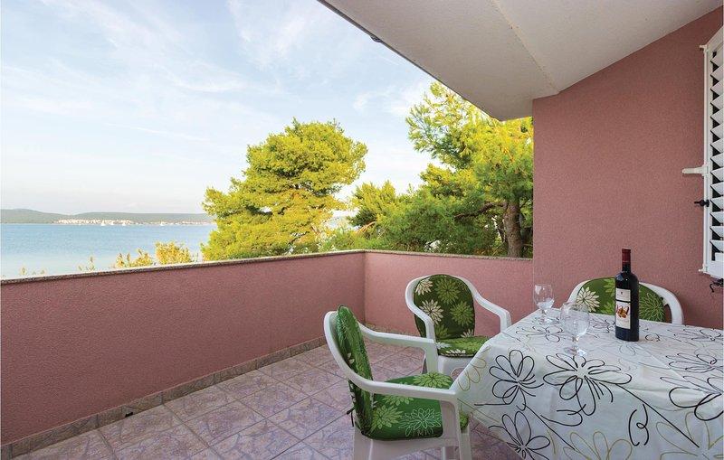 Beautiful home in Nevidane with WiFi and 2 Bedrooms (CDU458), alquiler vacacional en Pasman Island