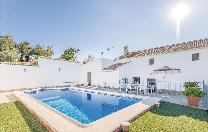 Amazing home in Iznájar with 4 Bedrooms (EAC007), alquiler vacacional en Villanueva de Algaidas