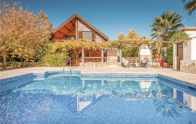 Amazing home in Arriate w/ 4 Bedrooms (EAC053), alquiler vacacional en Setenil de las Bodegas