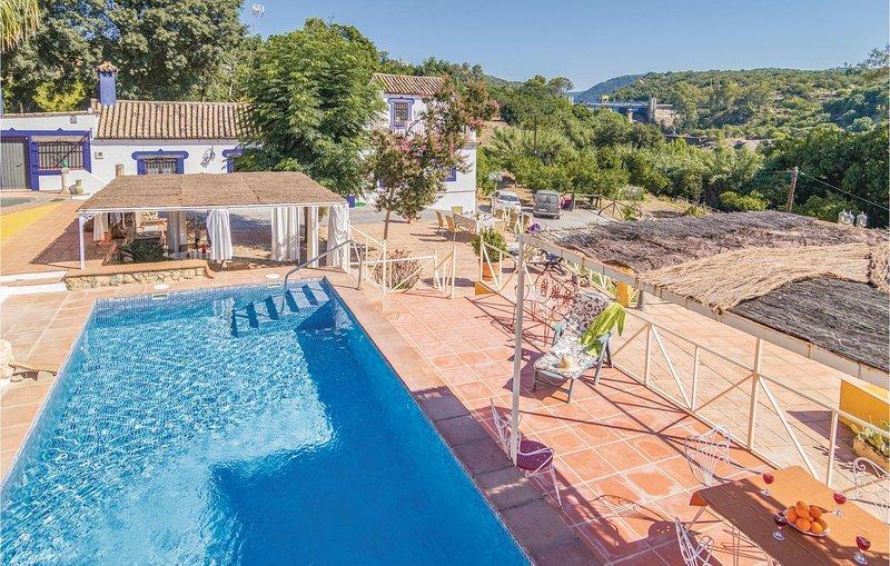 Stunning home in Hornachuelos (Córdoba) with 3 Bedrooms (EAC087), casa vacanza a Rivero de Posadas