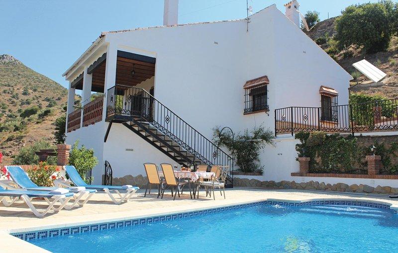Nice home in Alora-El Chorro w/ 3 Bedrooms (EAC062), holiday rental in Carratraca