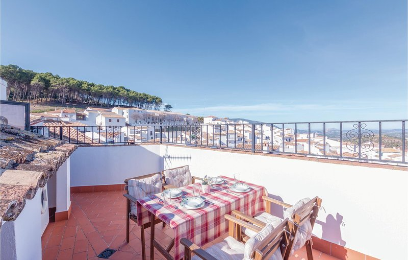 Stunning home in El Gastor with WiFi and 2 Bedrooms (EAC126), holiday rental in El Gastor