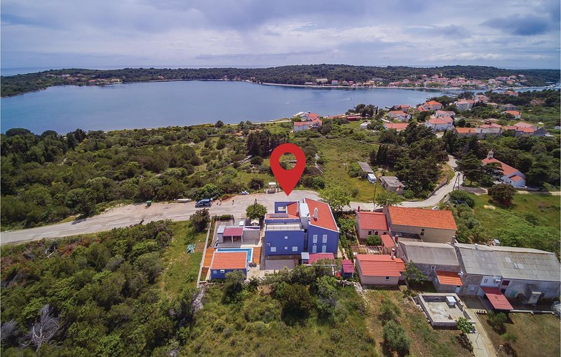 Awesome home in Veli Rat with WiFi and 2 Bedrooms (CDU469), holiday rental in Verunic
