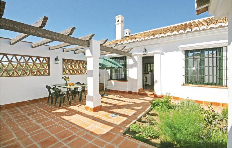 Awesome home in Pizarra with WiFi and 1 Bedrooms (EAC161), casa vacanza a Pizarra