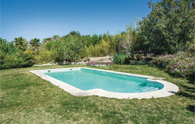 Beautiful home in Arcos de la F./Cádiz with WiFi and 3 Bedrooms (EAC217), aluguéis de temporada em El Santiscal