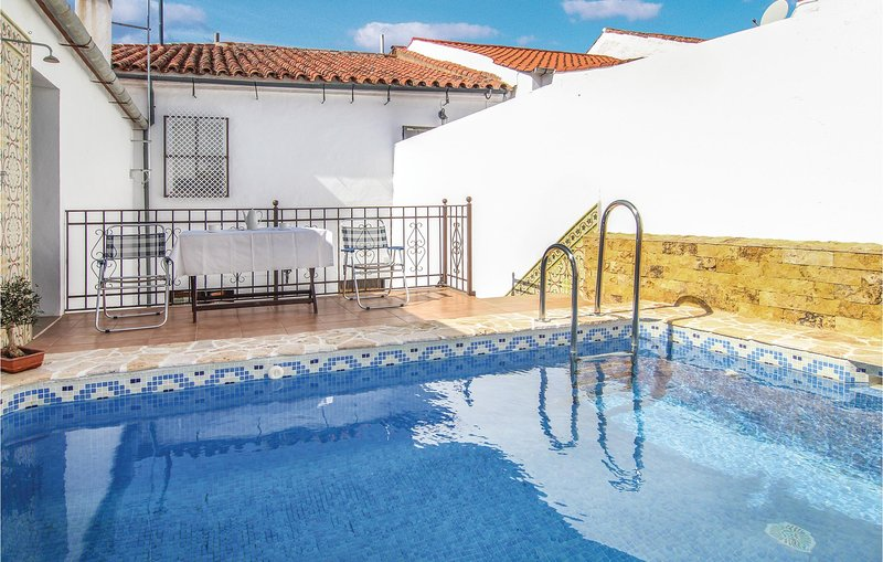 Stunning home in Villaviciosa de Cordob with WiFi and 4 Bedrooms (EAC187), holiday rental in Villaharta