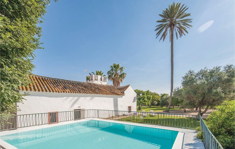 Stunning home in La Campana, Sevilla with 5 Bedrooms (EAC219), holiday rental in Carmona