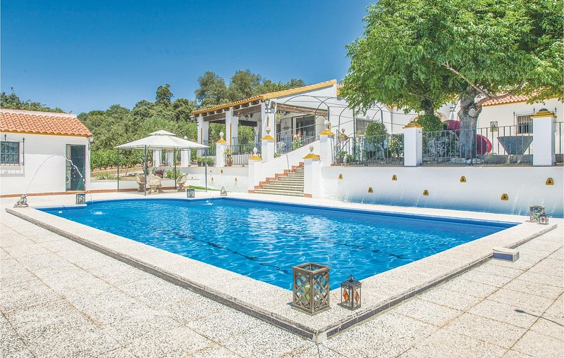 Nice home in Constantina, Sevilla with 3 Bedrooms (EAC222), vacation rental in Constantina