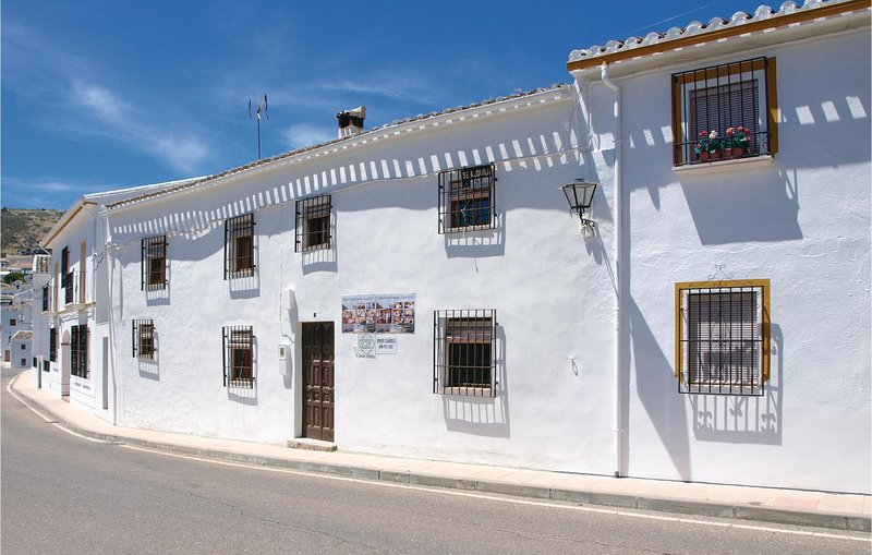 Amazing home in Zagrilla, Córdoba with 4 Bedrooms (EAC225), holiday rental in Zagrilla Alta