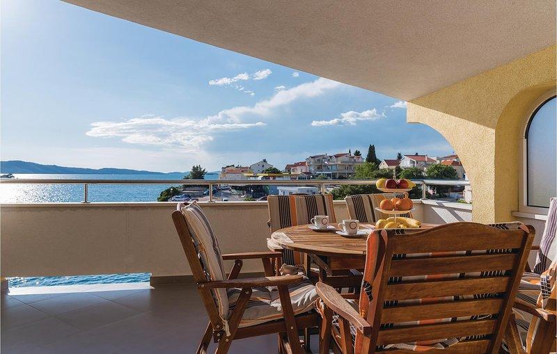 Beautiful home in Sibenik with WiFi and 3 Bedrooms (CDV009), alquiler de vacaciones en Krapanj