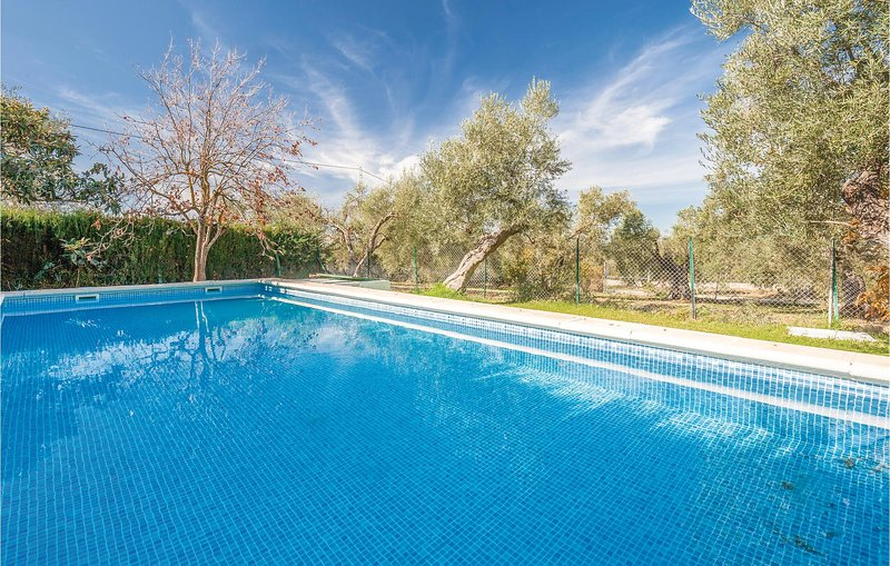 Awesome home in Ronda with 5 Bedrooms (EAC244), alquiler vacacional en Alpandeire