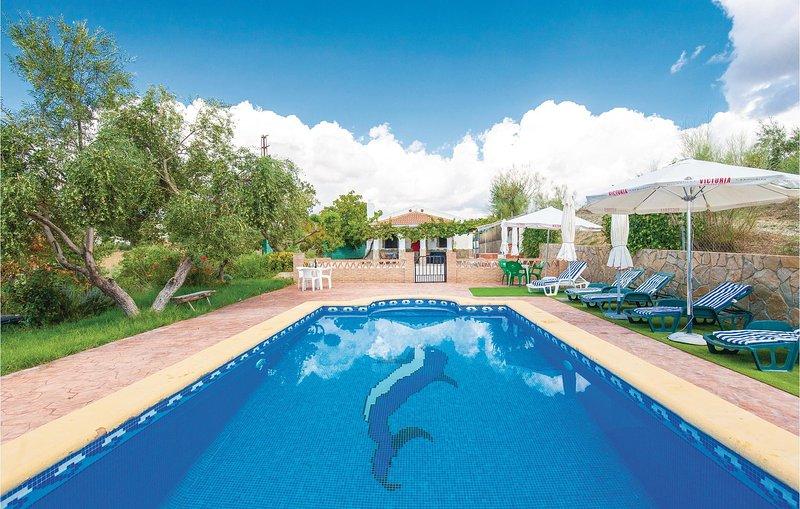 Stunning home in Arriate w/ WiFi and 4 Bedrooms (EAC273), alquiler vacacional en Setenil de las Bodegas