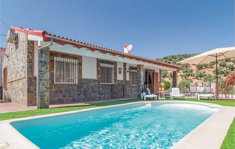 Beautiful home in Rute with 3 Bedrooms and WiFi (EAC314), alquiler vacacional en Cabra