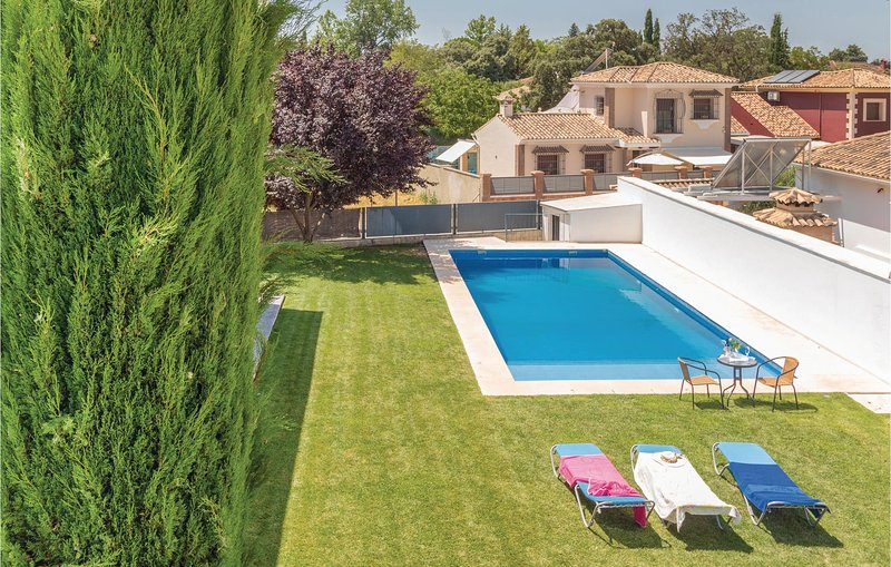 Stunning home in Ronda with 4 Bedrooms and WiFi (EAC318), alquiler vacacional en Arriate