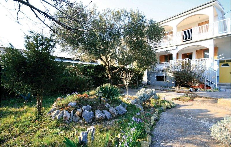 Beautiful home in Sibenik with WiFi and 2 Bedrooms (CDV045), holiday rental in Jadrija