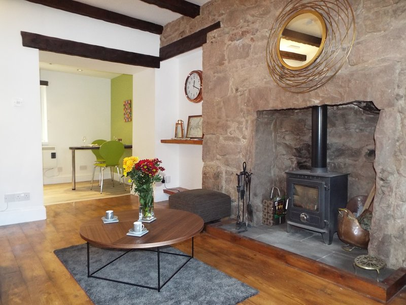 Luxury Pet Friendly Cottage for 2 with wood burning stove, close to river Tweed, casa vacanza a Paxton