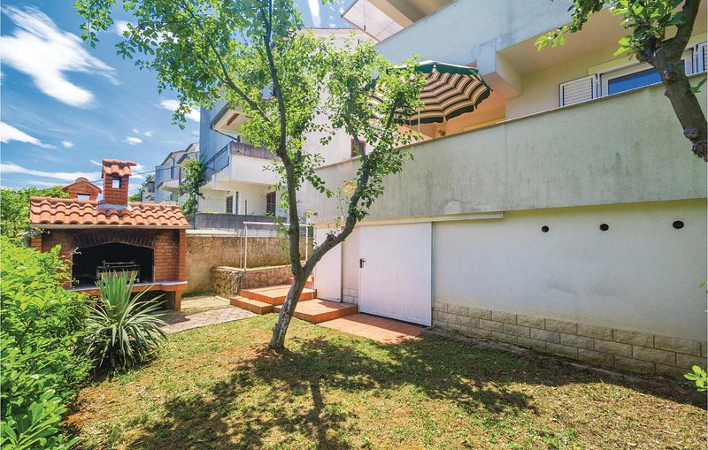 Stunning home in Opric with WiFi and 1 Bedrooms (CKO588), casa vacanza a Opric