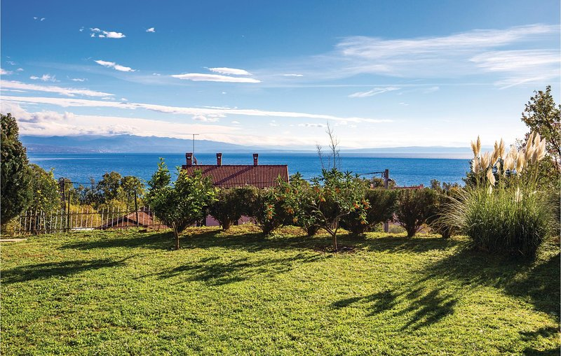 Amazing home in Ika with WiFi and 1 Bedrooms (CKO546), casa vacanza a Opric