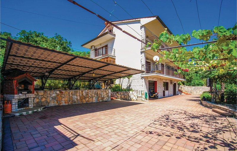 Stunning home in Lovran with WiFi and 0 Bedrooms (CKO647), casa vacanza a Opric