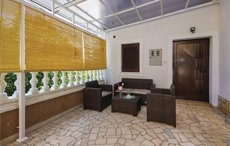 Stunning home in Cavle with WiFi and 3 Bedrooms (CKO683), holiday rental in Soboli