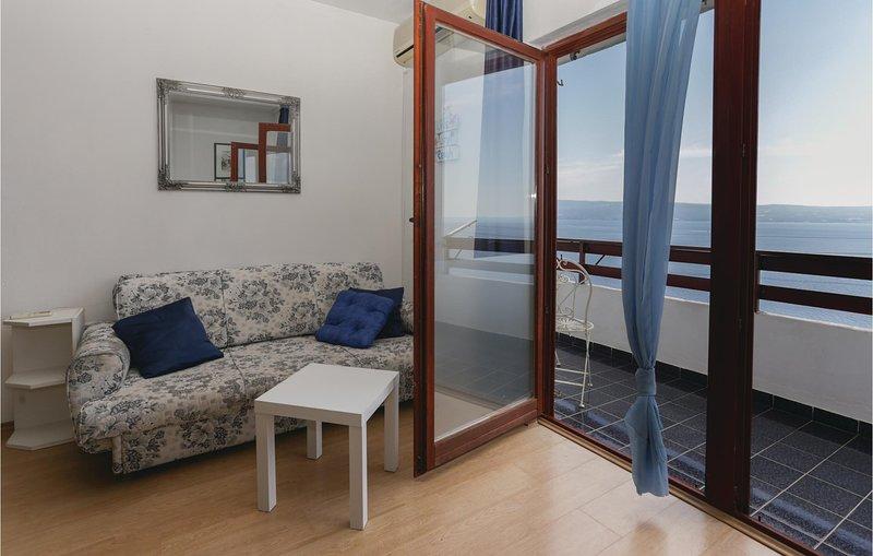 Nice home in Krilo Jesenice with 3 Bedrooms (CDM010), alquiler de vacaciones en Jesenice