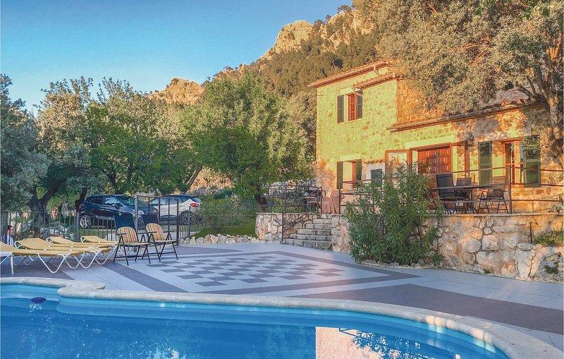 Nice home in Estellencs with WiFi and 3 Bedrooms (EML500), vacation rental in Banyalbufar
