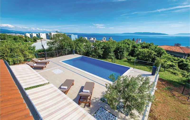Awesome home in Rijeka with WiFi and 4 Bedrooms (CKO730), alquiler de vacaciones en Marinići