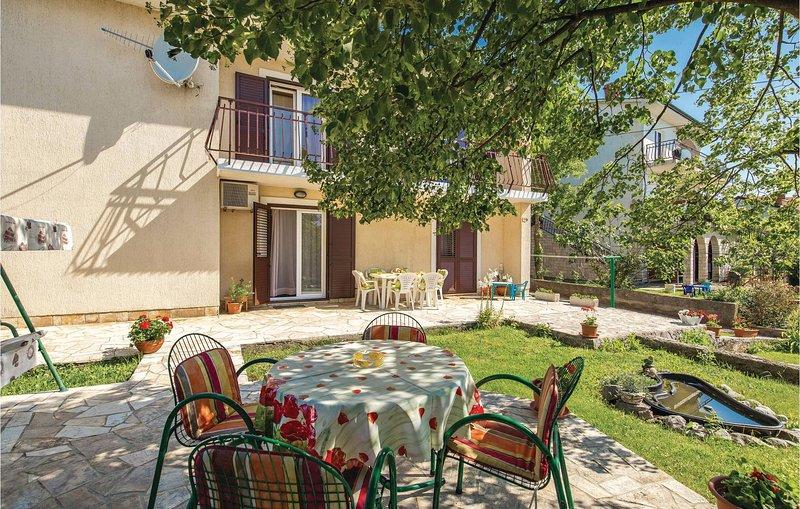 Nice home in Viskovo with WiFi and 3 Bedrooms (CKO784), alquiler de vacaciones en Marinići